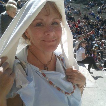 Giroflée Jamin, la jeune femme aux bijoux