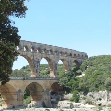 Tu es Peter et sur ce rêve de pierre tu bâtiras ton livre sur le Pont du Gard…