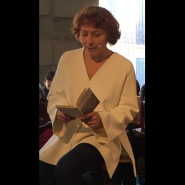 Emma Morin lit à voix haute